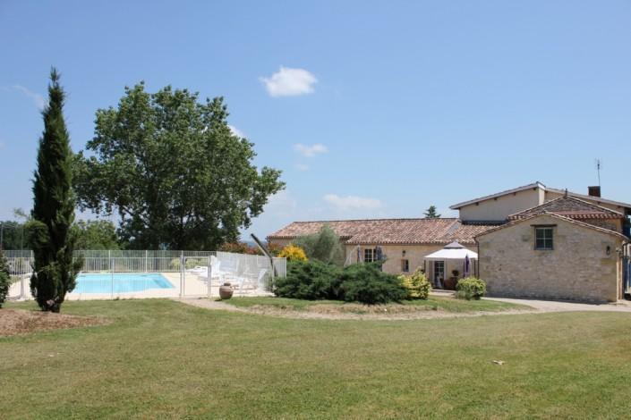 Gite la Bastide Exterieur et piscine