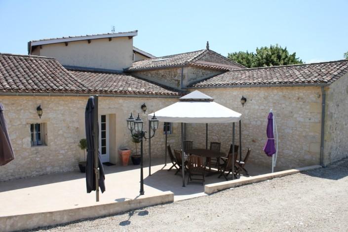 la Bastide terrasse et tonnelle